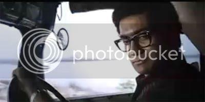 http://img.photobucket.com/albums/v252/BollyNuts/Vaaranam%20Aayiram/08.jpg