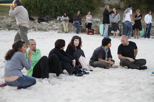 Chatting and eating at the Brignogan beach