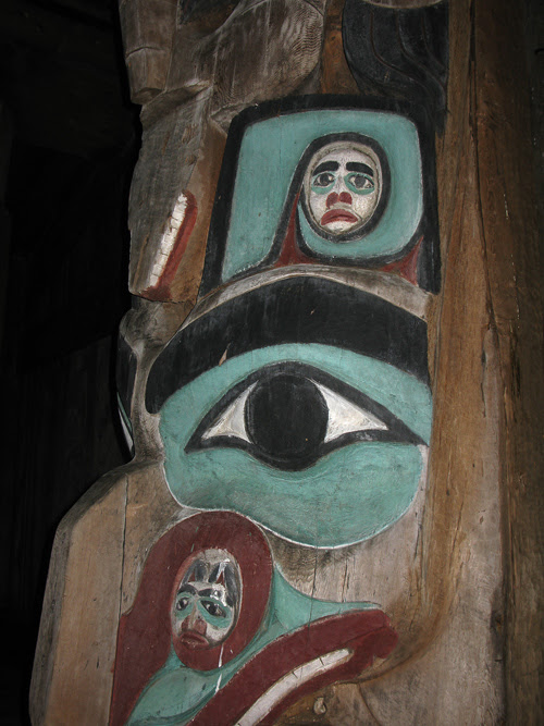 missing face of figure on center house post, Chief Son-i-Hat Whale House, Kasaan, Alaska