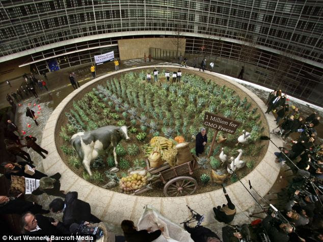 Sustainable: A 3-D painting by Mr Wenner called Greenpeace / Million Signatures