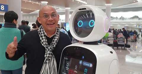 Robot AirStar Incheon bị Color Man hack não muốn xỉu luôn