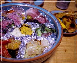 「欧風食堂タブリエ」さんのオードブル盛り合わせ。更にオムレツとミートパイまでついてました。