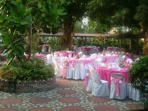 LQ Designs : Ideas for Wedding Receptions on a Budget