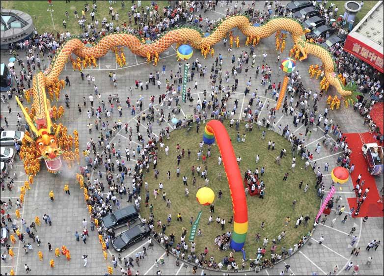 A dragon dance performance in Hangzhou