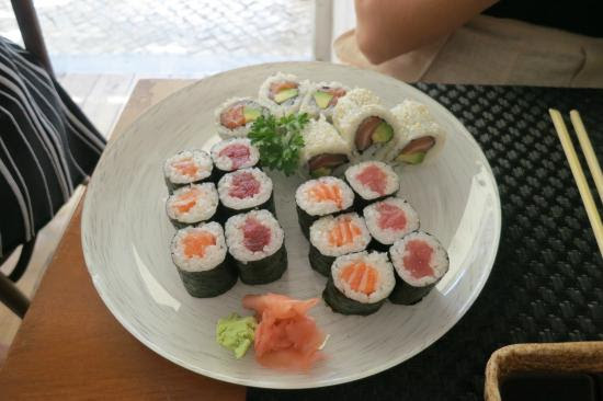 Plato principal del men makimono Picture of Aron Sushi