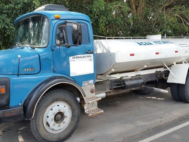 Caminhão apreeendido em Garanhuns, PE (Foto: Divulgação/ PRF)