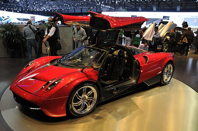 harga yang dibandrol pun bermacam-macam mulai dari yang paling murah sampai yang dibandrol denga 10 Mobil Termahal di Dunia 2012-2013