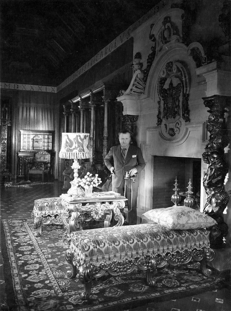 Josep Gaspar en el Palacio de la Sisla en 1935. Fotografía Josep Gaspar i Serra © Arxiu Nacional de Catalunya. Signatura ANC1-23-N-1571