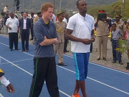Usain Bolt dá boas vindas ao Príncipe Harry na Jamaica