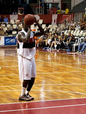 Kojo na partida de basquete do Flamengo contra o Liga Sorocabana (Foto: Marcello Pires)
