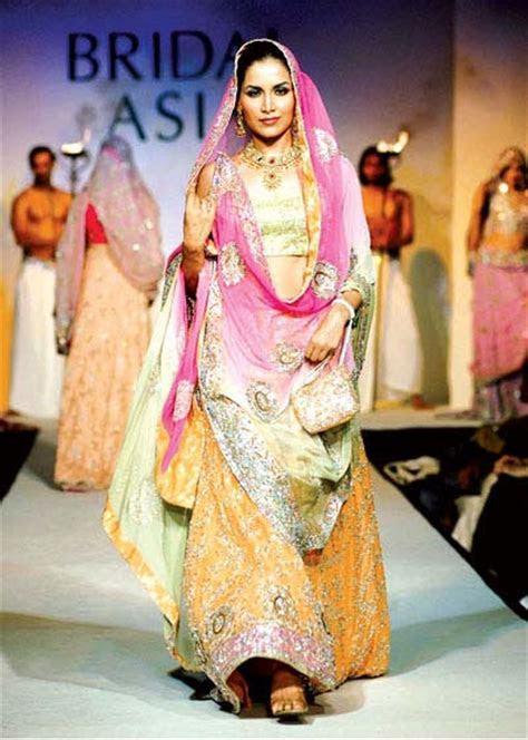 Latest Mehndi Dress in Pakistan   SheClick.com