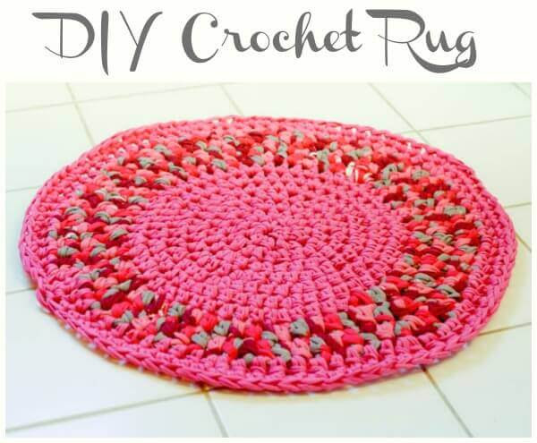 DIY Crochet Rug | www.petalstopicots.com | #crochet #home #decor #rug