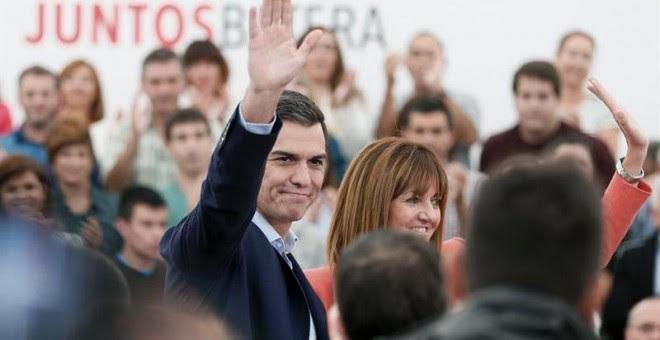 El secretario general del PSOE, Pedro Sánchez, junto a la candidata socialista a lehendakari, Idoia Mendia. - EFE