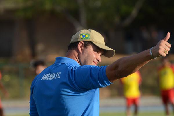 Roberto Fernandes sabe da importância do resultado e realizou treino fechado para não dar pista em relação ao time que vai a campo