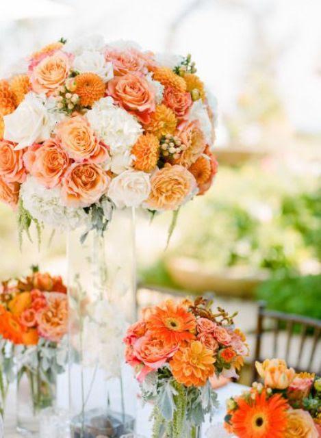 peachy, orange und cremige Blumen-arrangement für einen kühnen Hochzeit