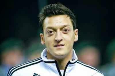 Tau Mesut Ozil pesepakbola dari Jerman kan Mesut Ozil Ternyata Seorang Time Traveler