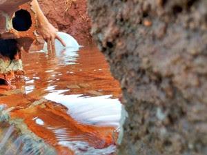 Até trator foi usado para encontrar água no local (Foto: Eduardo Cavalari/RPC)