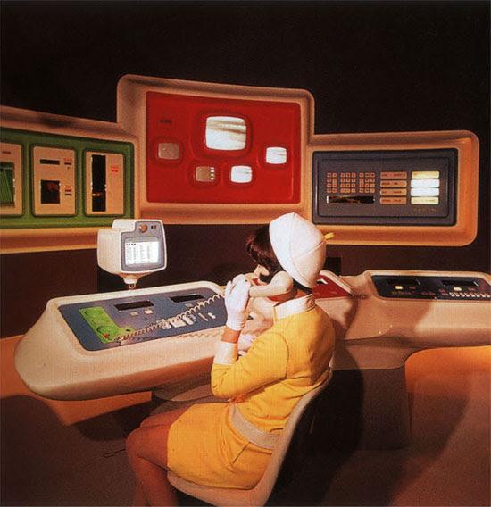 Central de computado retrofuturista