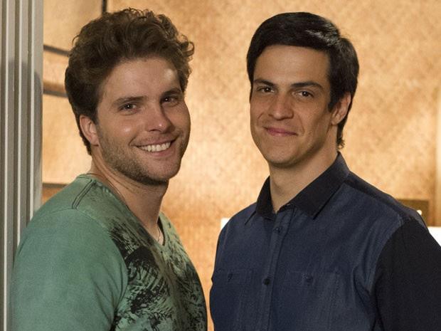Niko (Thiago Fragoso) e Félix (Mateus Solano) em 'Amor à vida' (Foto: Globo/Estevam Avellar )
