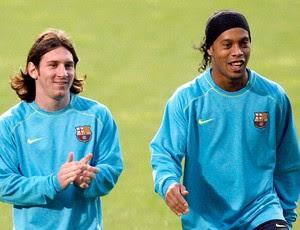Ronaldinho Gaucho e Messi no Barcelona (Foto: Reuters)