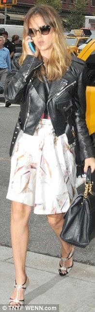 O deri Loving: Jessica Cuma günü onu ceketini giydi ve hafta boyunca birkaç kez