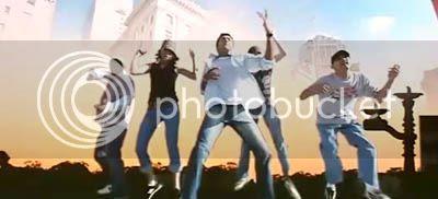 http://img.photobucket.com/albums/v252/BollyNuts/Vaaranam%20Aayiram/5song06.jpg