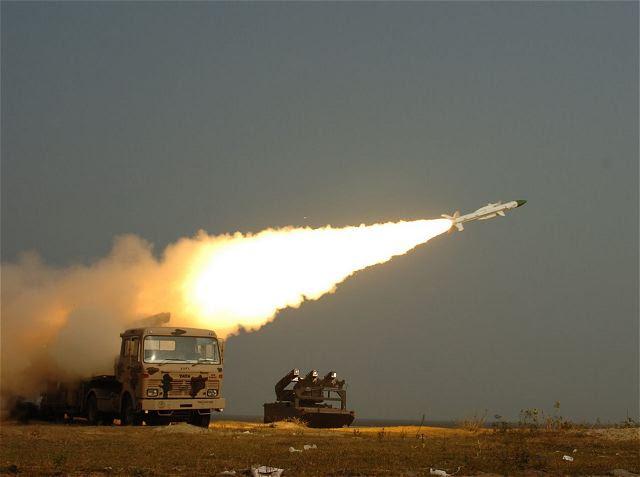 Para el segundo día, la India el Miércoles, 14 de agosto 2014, llevó a cabo con éxito el juicio de su origen autóctono desarrollado-tierra-aire de misiles 'Akash', que tiene un rango de ataque de 25 km, desde un campo de pruebas en Odisha, como parte de un juicio usuario por la Fuerza Aérea.