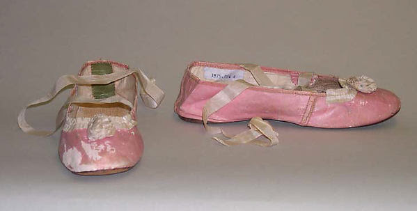 Slippers with contrast bows and laces, 1812, at The Met.