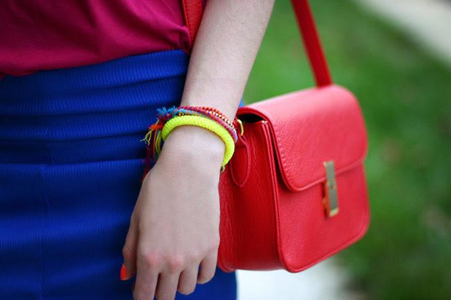 Color Blocking Fashion outfit, Friendship bracelets, neon bracelet, fluo fashion, Ray ban wayfarers