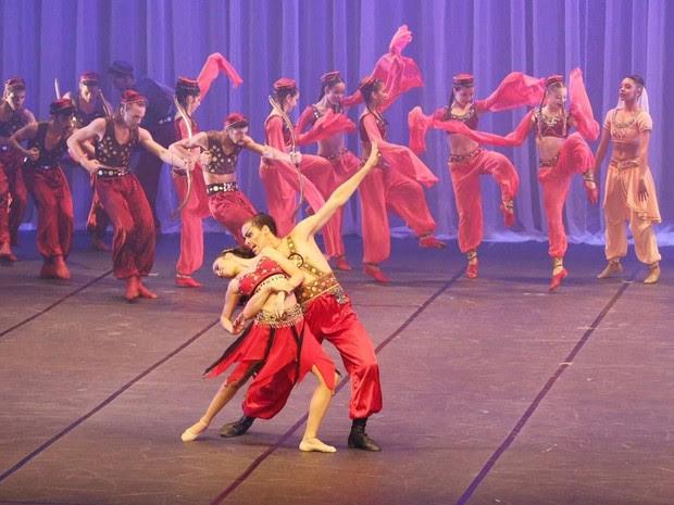 Além de estudos de dança, baiarinos do Bolshoi precisam fazer apresentações (Foto: Gabriel Lopes/ arquivo pessoal)