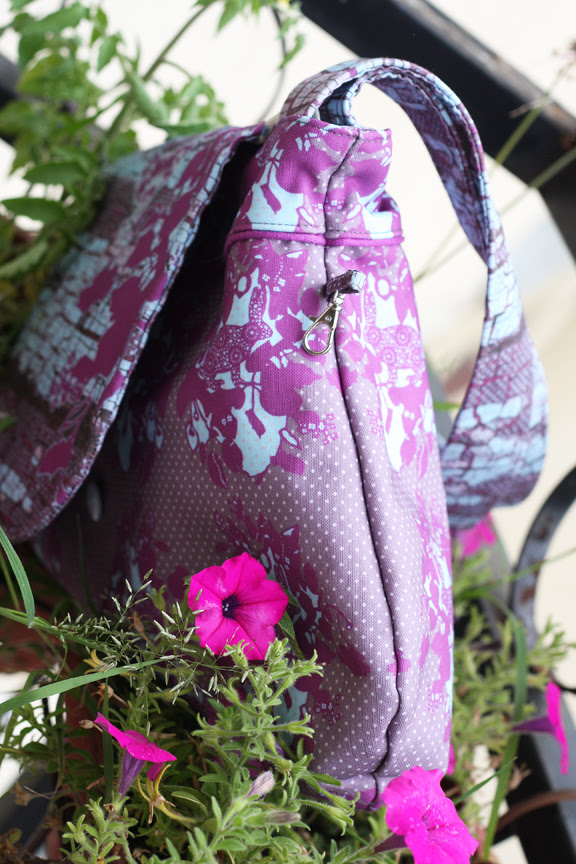 Rabbit wallpaper bag