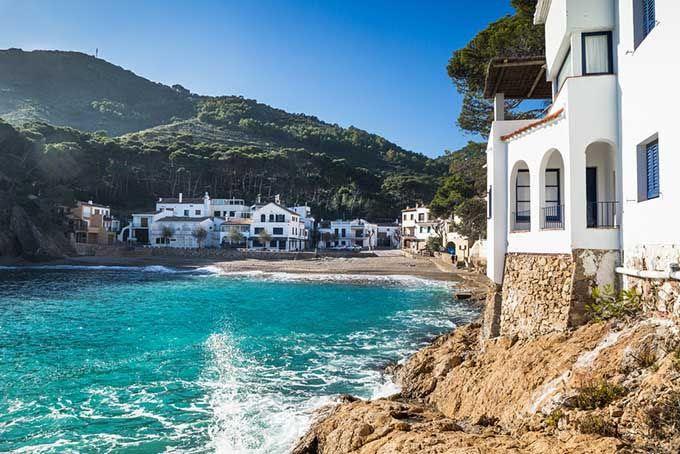 Las 20 mejores playas de España según los usuarios de Skyscanner | Skyscanner Playas de Begur, Girona