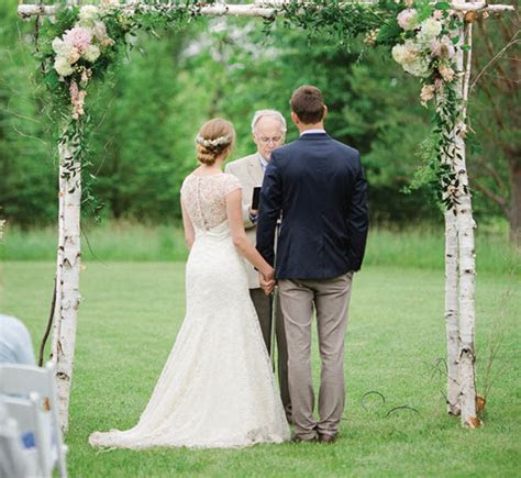 Melissa & Jonathan: Lush Outdoor Wedding at Heritage Hill