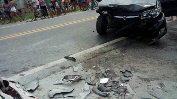 Acidente deixou cinco feridos na Rio-Santos em São Sebastião (Foto: Divulgação/ Defesa Civil de S. Sebastião)