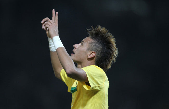 Neymar comemora seu gol contra o Ecuador no dia 13 de Julho de 2011 (foto: MOWA PRESS)