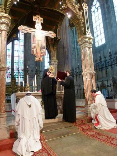 Ο Μητροπολίτης Αὐστρίας στην Παπική Μονή του Τιμίου Σταυρού της Βιέννης όπου και εὐλόγησε την μοναστική ἀδελφότητα