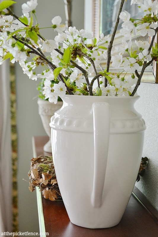 Spring Mantel www.atthepicketfence.com