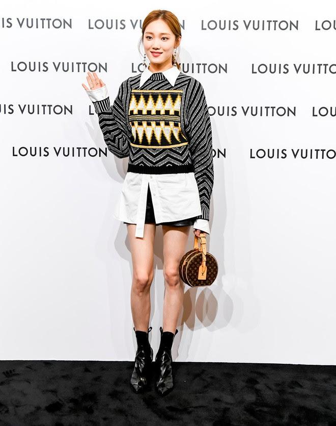 Đâu chỉ Selena Gomez, cả loạt tín đồ thời trang thế giới cũng đang mê đắm mẫu túi đắt đỏ này - Ảnh 8.