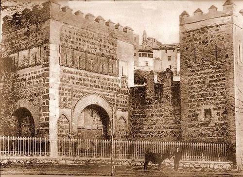 Puerta de Alfonso VI o vieja de Bisagra.