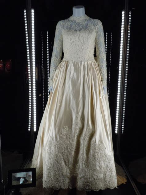 Hollywood Movie Costumes and Props: Wedding dress from