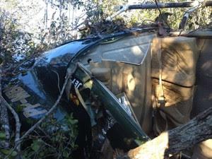 Testemunhas disseram que, na decolagem, aeronave acertou e derrubou um fio da rede elétrica de Nazaré (Foto: Henrique Mendes/G1 Bahia)