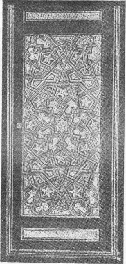 படம் 291 - பழைய மர குஷன்: கெய்ரோ பீங்கான் மீது தந்தம் பொறித்தலுடன் (ஸ்கீஃபர் சேகரிப்பு);  ஆசிரியரின் புகைப்படத்தின்படி.