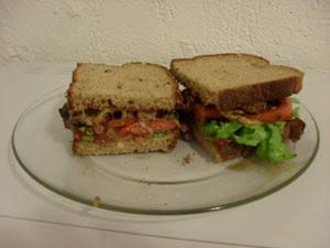 O novo cardápio de Paula e Renato inclui pão integral e salada (Foto: Arquivo pessoal)