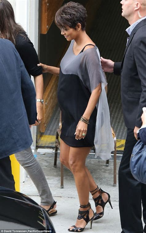 Pregnant Halle Berry chats to mum of twins Anna Paquin at