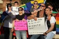 Miembros de la comunidad gay en Dallas, escuchan el discurso de Obama. Foto: AP