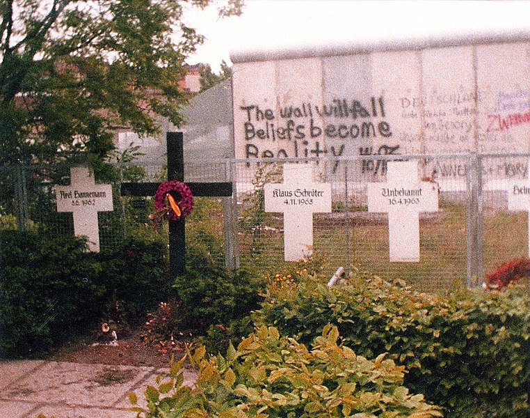 File:Berlin-Memorial to the Victims of the Wall-1982.jpg