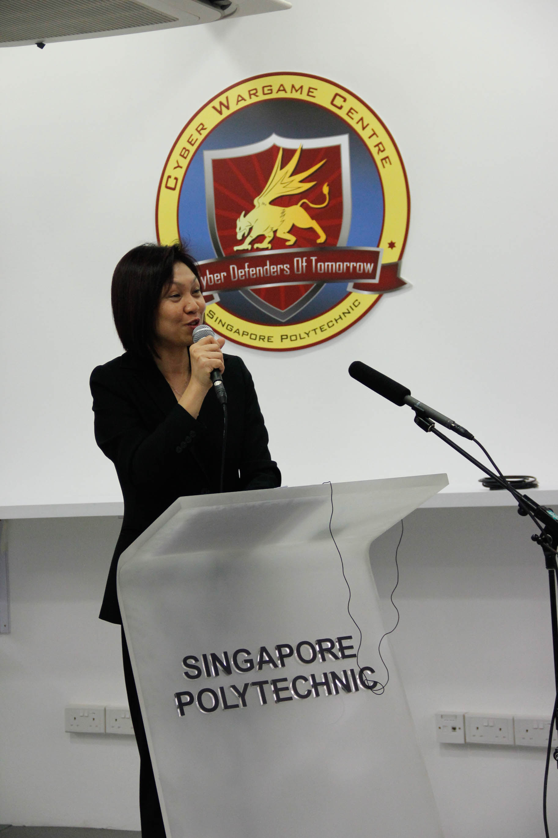 Ms Georgina Phua, Director of School of DMIT giving an inspiring closing speech to all participants in ISACA Day @ SP