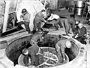 http://upload.wikimedia.org/wikipedia/commons/thumb/e/e2/German_Experimental_Pile_-_Haigerloch_-_April_1945-2.jpg/300px-German_Experimental_Pile_-_Haigerloch_-_April_1945-2.jpg