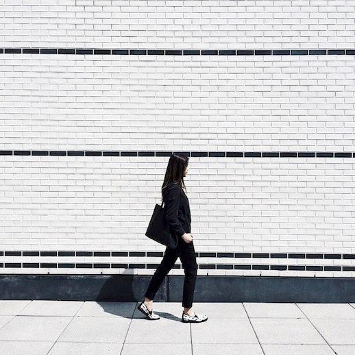 4 Le Fashion Blog The Everlane Street Shoe Woven Black White Slip On Sneaker Tote Pants Via Instagram photo 4-Le-Fashion-Blog-The-Everlane-Street-Shoe-Woven-Black-White-Slip-On-Sneaker-Tote-Pants-Via-Instagram.jpg