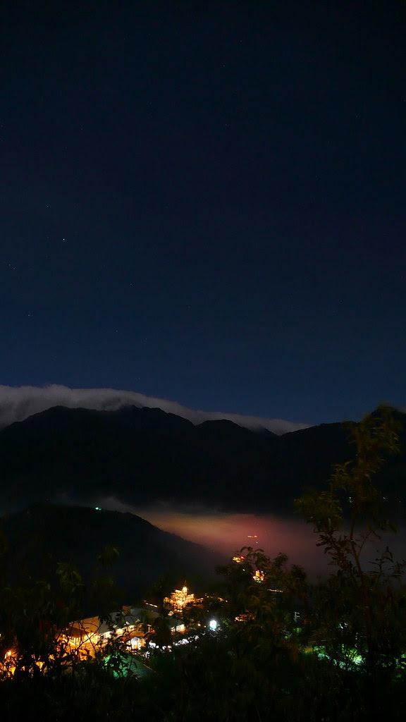 夜眺廬山溫泉區